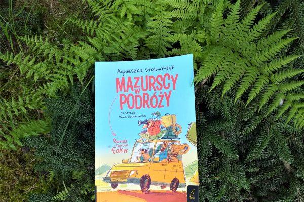 zdjęcie książki Maurscy w podróży na tle paproci